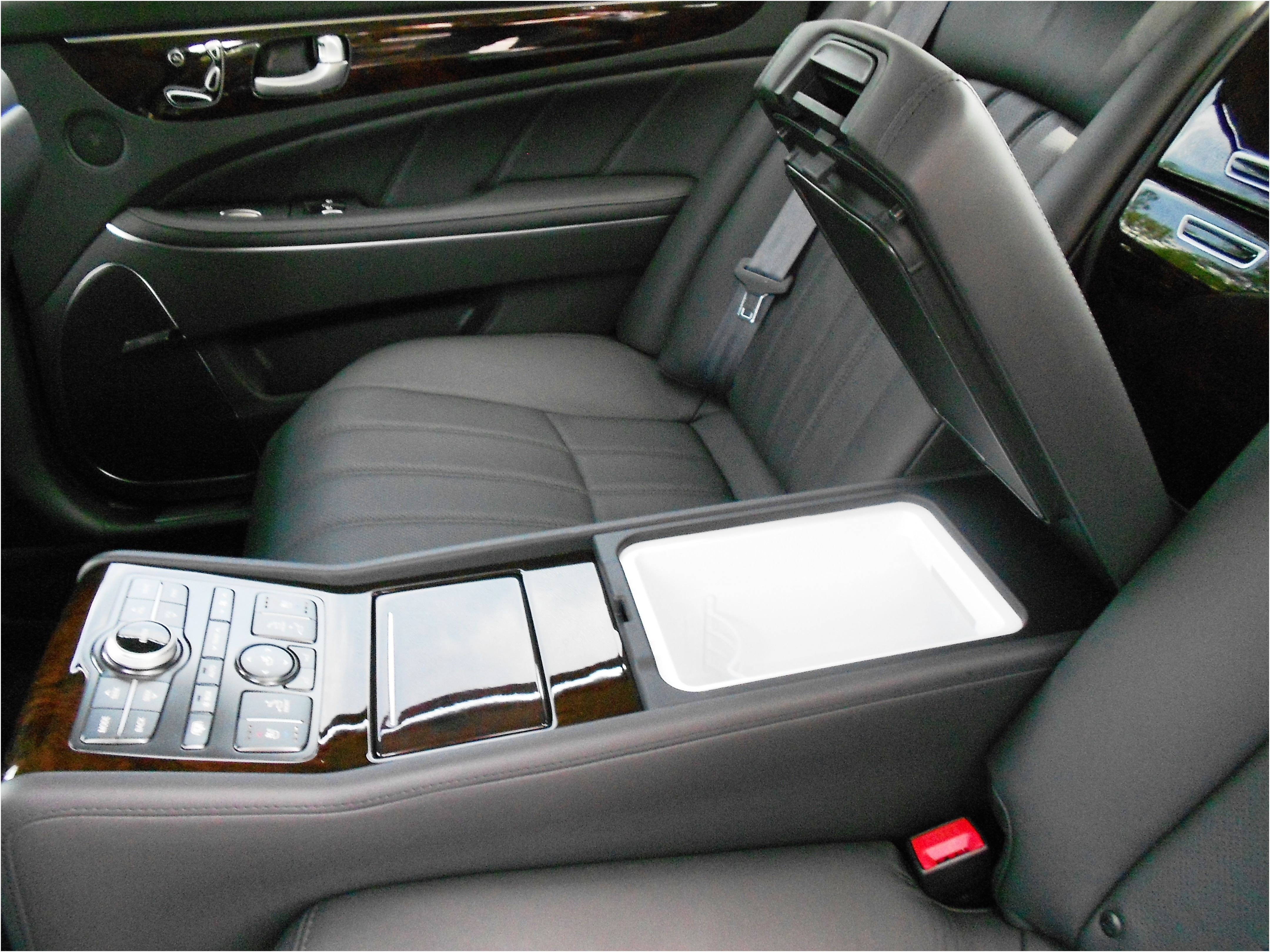 Elegant Devon Acura 2012 Hyundai Equus Rear center console with refrigerator