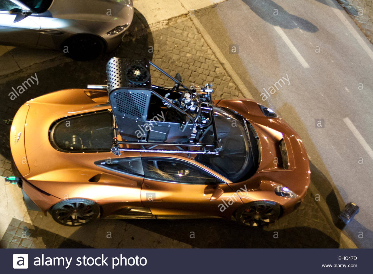 rome italy 10th march 2015 filming car chase scene for new james bond EHC47D