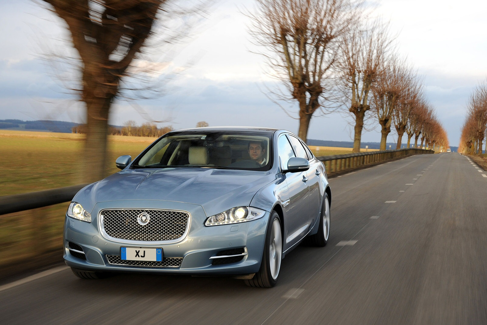 Tesla Bonds Best Of Jaguar Xj Diesel Saloon 3 0d V6 Luxury 4dr Auto [lwb]