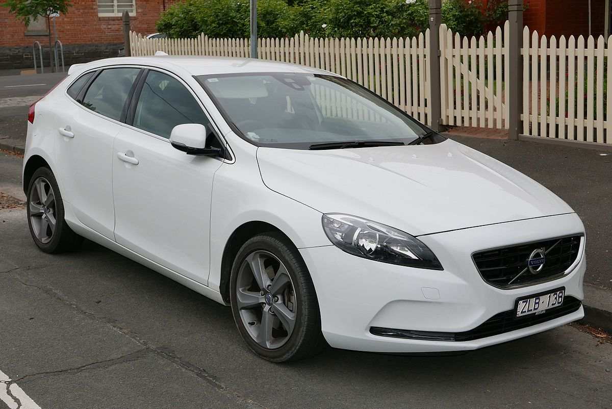 1200px 2013 Volvo V40 MY13 T4 Kinetic hatchback % 12 07 01